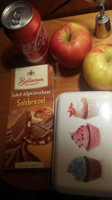 Typische Ernährung à la Franzi - da gibt's bestimmt noch Verbesserungspotenzial. Aber hey: Immerhin zwei Äpfel!