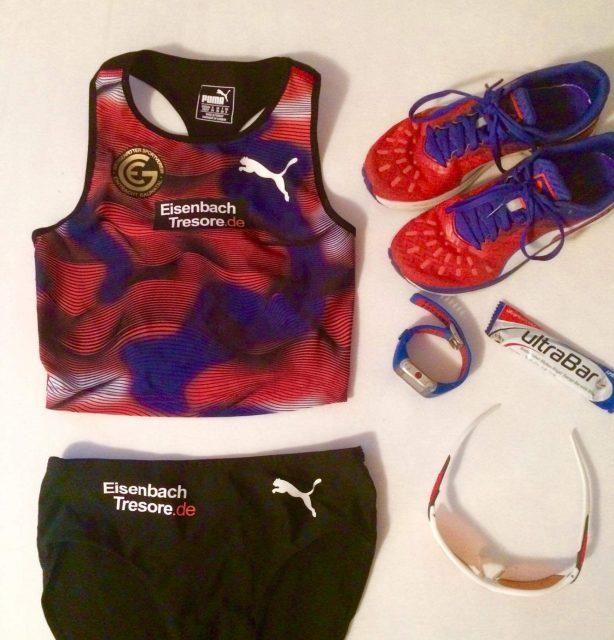 Ready for Race: Lauras Wettkampfkleidung liegt bereit.