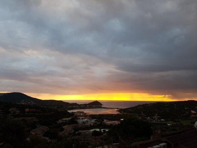 Sonnenaufgang in Chia - gibt auch unromantischere Orte für eine Cross-EM (Foto: Reng)