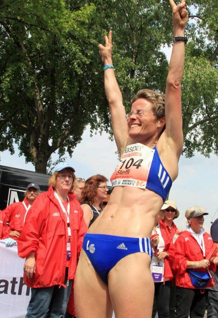 Das Strahlen der Steffi Volke über den ersten Deutschen Marathon-Titel (Foto: Kiefner)