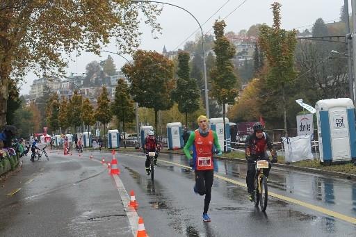 Marathon-Sieger Elias Gemperli nach der ersten Runde